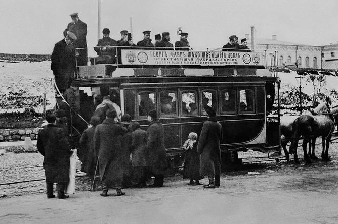 Посадка на конку у Рязанского вокзала в Москве, 1902 год