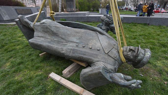 Сами виноваты: в Чехии объяснили снос памятника Коневу