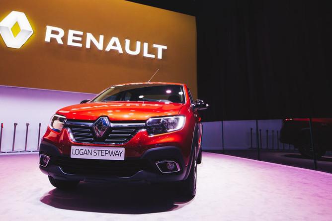 Автомобиль Renault Logan Stepway на Московском международном автосалоне, 29 августа 2018 года