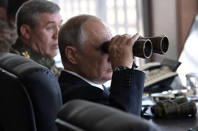 Президент России Владимир Путин в командном пункте на забайкальском полигоне «Цугол» во время военных маневров «Восток-2018», 13 сентября 2018 года