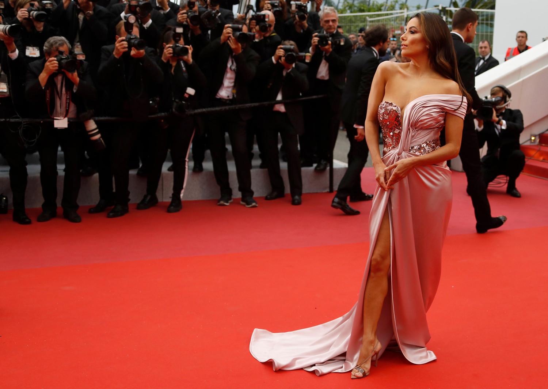Актриса Ева Лонгория на красной дорожке Каннского кинофестиваля, 14 мая 2019 года