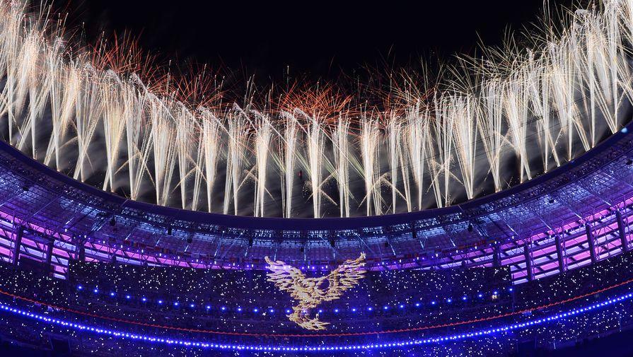 Салют над стадионом во время церемонии закрытия I Европейских игр в Баку.