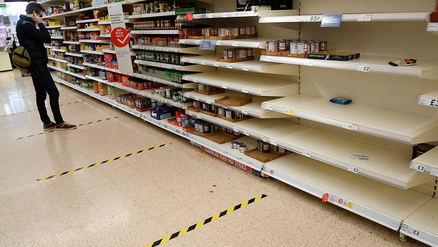 В одном из супермаркетов в Лондоне, 24 марта 2020 года
