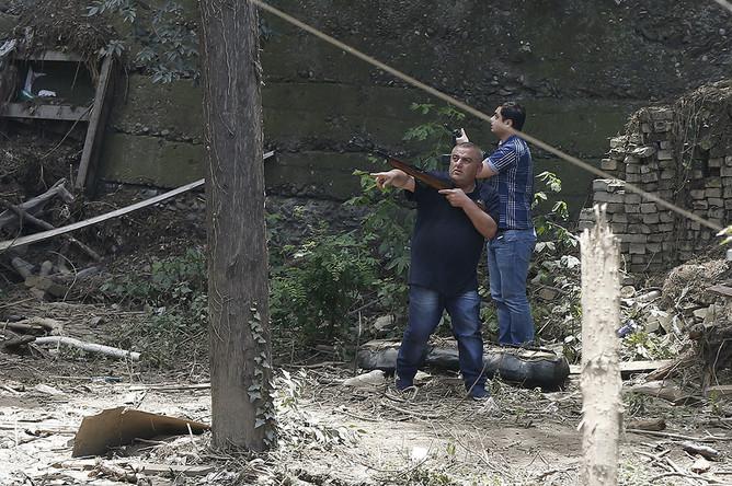 Вооруженные горожане охотятся на тигра в центре Тбилиси