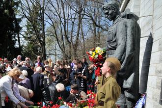 Дипломаты пострадали за памятники