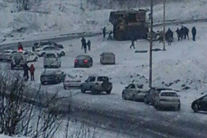 Последствия столкновения легковой машины с самосвалом «БелАЗ» в Кемеровской области, 20 февраля 2018 года