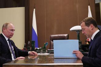 Президент России Владимир Путин и премьер-министр России Дмитрий Медведев во время встречи в резиденции «Бочаров ручей», 18 мая 2018 года