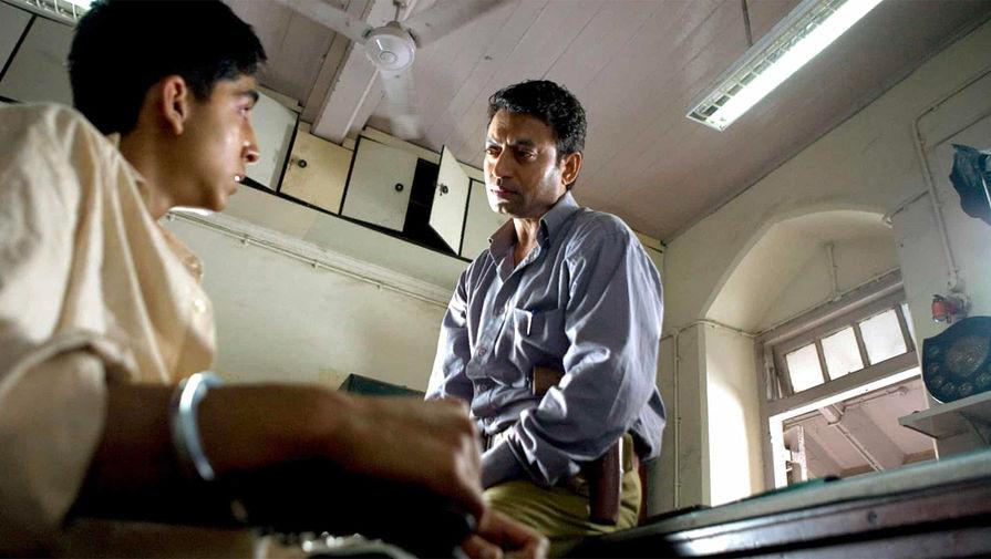 Кадр из фильма «Миллионер из трущоб» (2008)