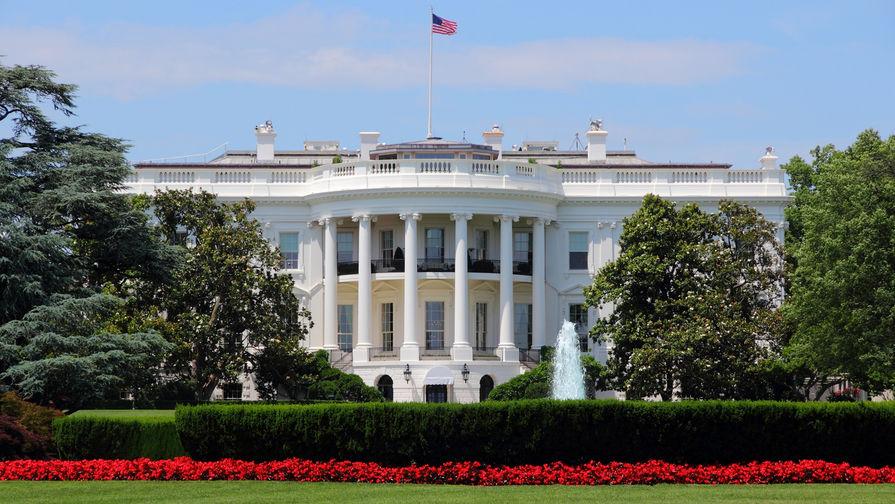 Глава аппарата Белого дома перенес интервью из-за выстрелов у своего дома