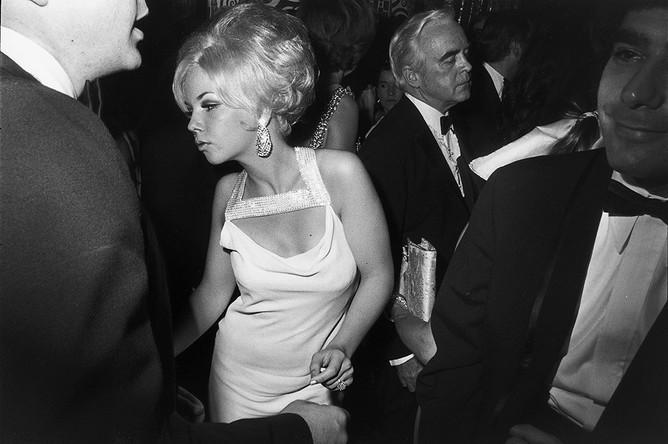 Фото из серии Гарри Виногранда «Женщины прекрасны»