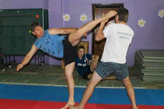 Председатель федерации карате Саратовской области, директор и старший тренер спортивного клуба «Олимп-99» Азамат Норманов (слева)