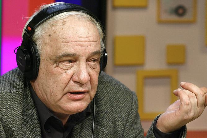 Советский диссидент и писатель Владимир Буковский во время выступления в прямом эфире на радиостанции «Эхо Москвы», 2007 год