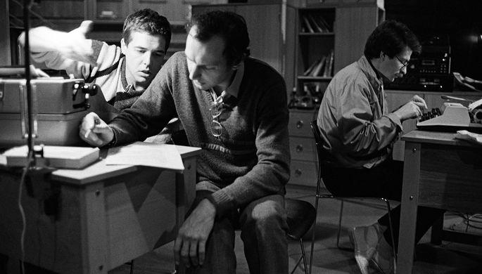 Авторы сценария и ведущие молодежной информационно-музыкальной передачи «Взгляд» (слева направо): Александр Любимов, Дмитрий Захаров и Владислав Листьев