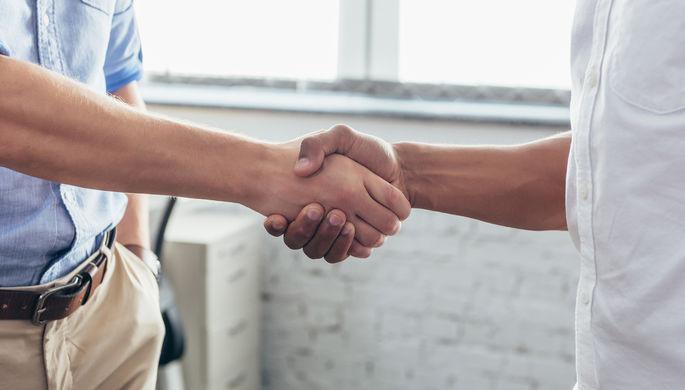 Крепость рукопожатия: назван новый фактор склонности к суициду