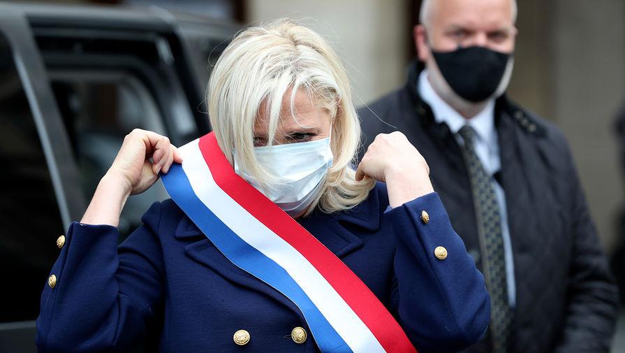 Марин Ле Пен подозревают в создании фиктивных рабочих мест в Европарламенте