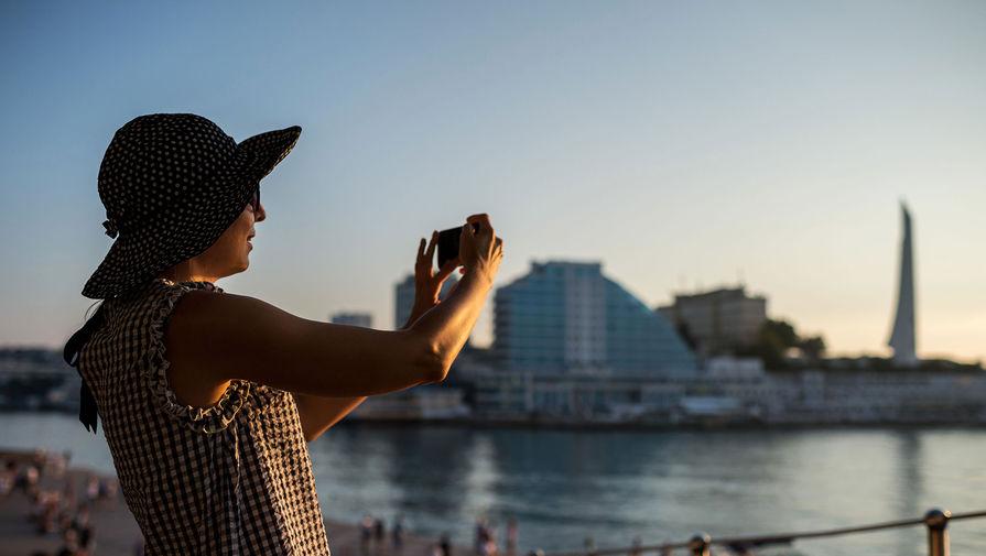 В Севастополь пустят только привитых туристов. Какие правила действуют в других городах Крыма
