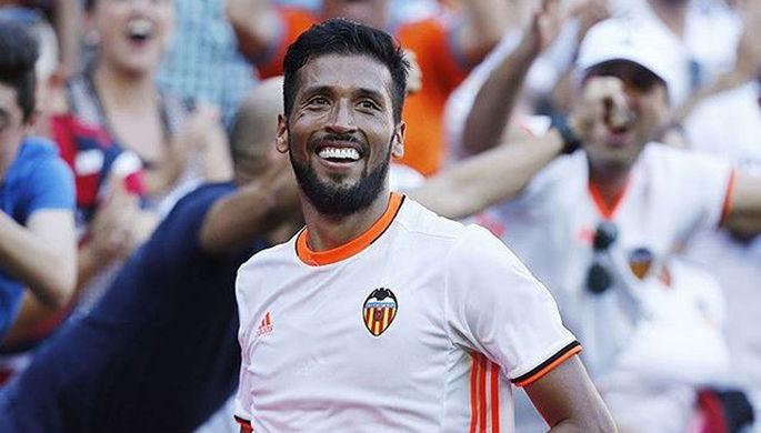 Эсекьель Гарай празднует гол в дебютном матче за «Валенсию», едва не спасший его новую команду от поражения