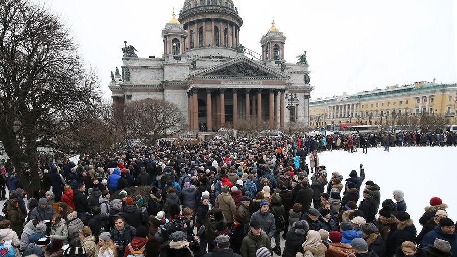 Питер против РПЦ! Тысячи горожан оцепили Исаакий, чтобы его не прибрал к рукам Гундяев (видео)