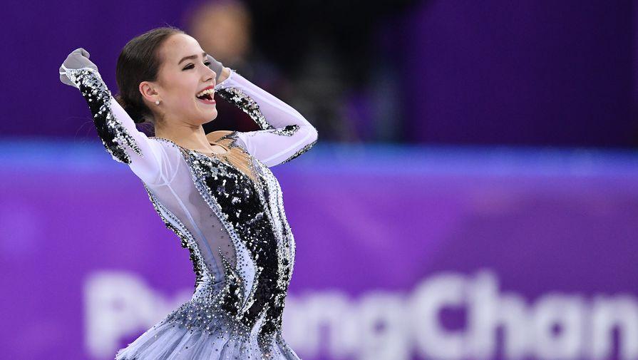 Российская фигуристка Алина Загитова в короткой программе личного турнира одиночниц на...