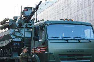 Тяжелый боевой робот «Уран-9» на репетиции военного парада к Дню Победы в центре Москвы, 3 мая 2018 года