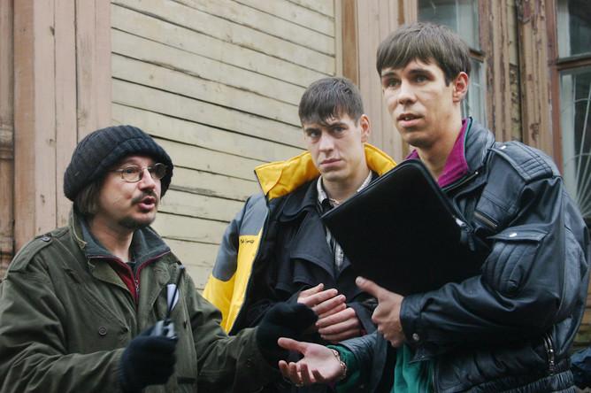 Алексей Балабанов, актеры Дмитрий Дюжев и Алексей Панин на съемках фильма «Жмурки»