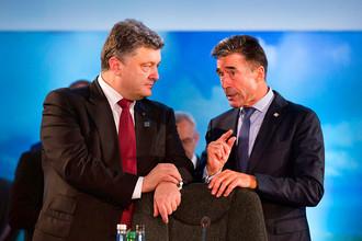 Петр Порошенко и бывший генеральный секретарь НАТО Андерс Фог Расмуссен