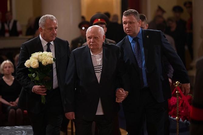Бывший президент СССР Михаил Горбачев во время церемонии прощания с политиком Евгением Примаковым в Колонном зале Дома союзов