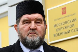 Настоятель московской мечети «Ярдям» Махмуд Велитов после оглашения приговора у здания Московского окружного военного суда, 28 апреля 2017 года