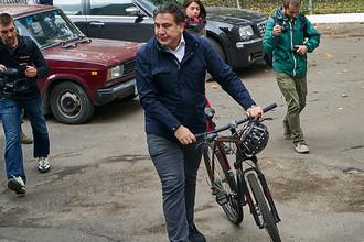 Губернатор Одесской области Михаил Саакашвили во время голосования на выборах в органы местного самоуправления на одном из избирательных участков города