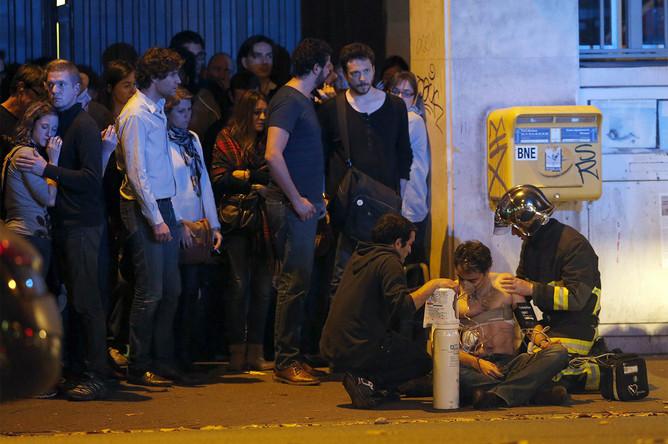 Ситуация около театра Bataclan, где взяты в заложники более 100 человек