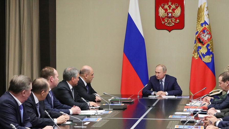 Медведев и Мишустин приняли участие в совещании Путина с членами Совбеза