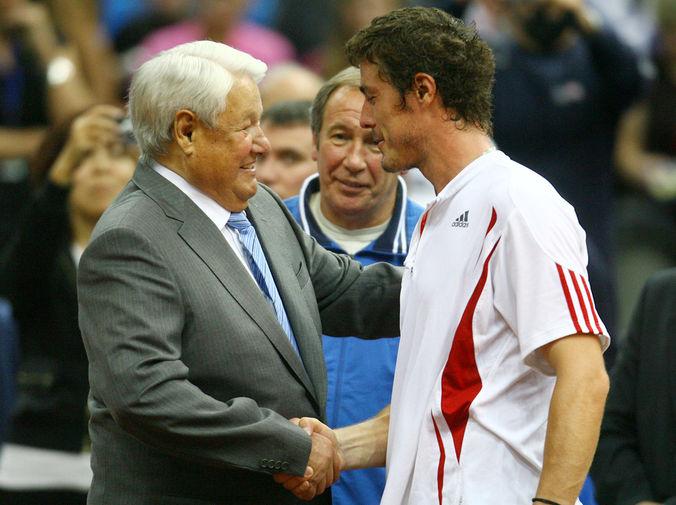 Борис Ельцин поздравляет Марата Сафина с победой в полуфинальном матче Кубка Дэвиса, 2006 год