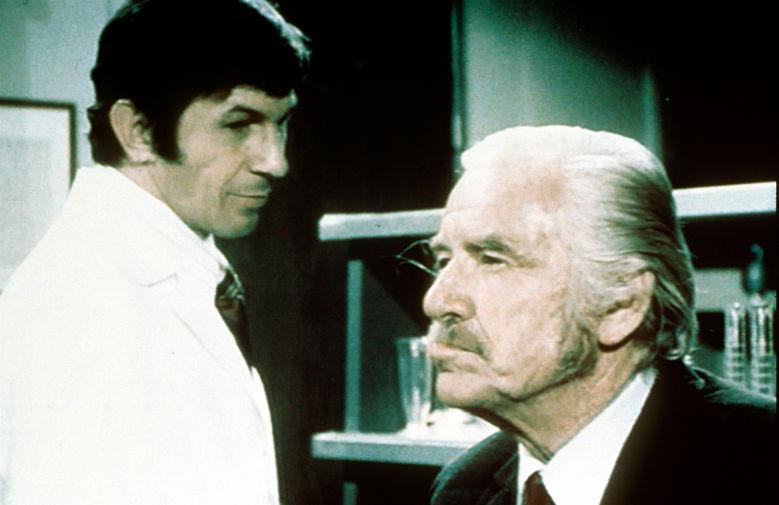 Леонард Нимой и Уилл Гир в эпизоде сериала «Коломбо», 1973 год