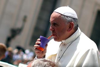 Папа Франциск пьет тонизирующий аргентинский напиток — мате, 2014 год