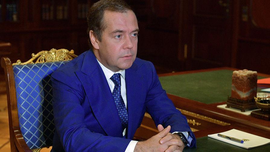 Медведев: США объявили торговую войну
