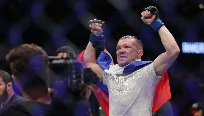Российский боец Петр Ян после победы над Джимми Риверой.