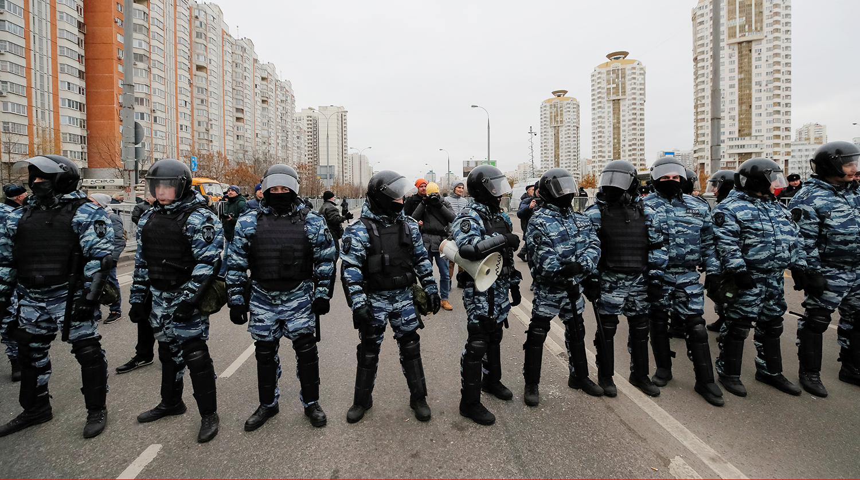 Люди с ножами пытались украсть еду из магазина в Москве