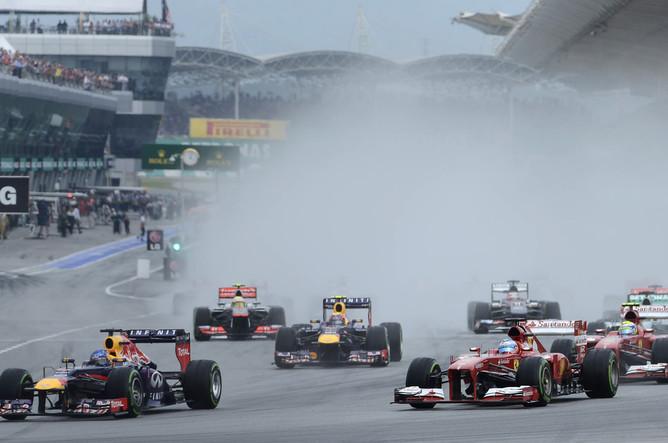 Старт гонки благодаря дождю получился особенно завораживающим
