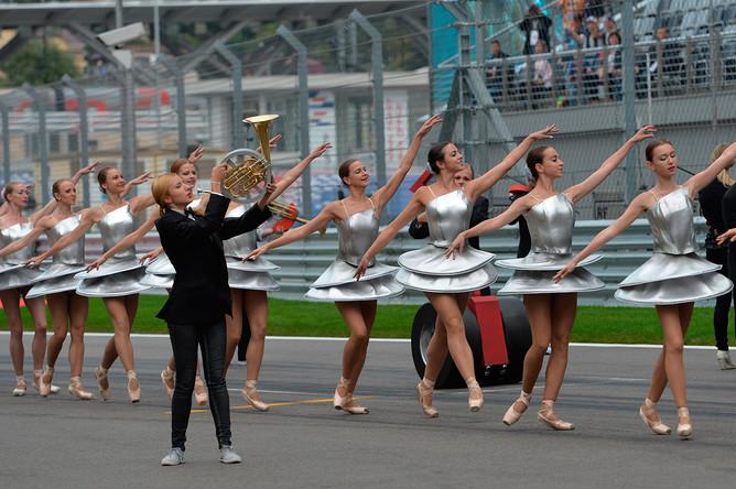Театрализованное представление на торжественной церемонии открытия российского этапа чемпионата мира по кольцевым автогонкам в классе «Формула-1»