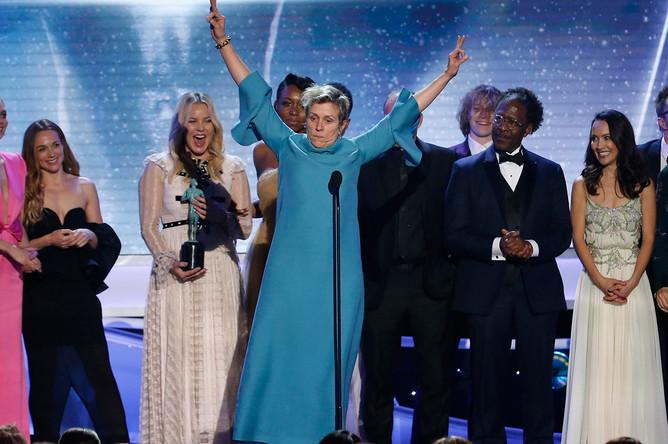 Актриса Фрэнсис Макдорманд и актерский состав фильма «Три билборда на границе Эббинга, Миссури»