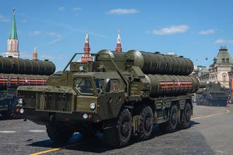 Зенитная ракетная система С-400 «Триумф» на генеральной репетиции военного парада в Москве, 7 мая 2017 года