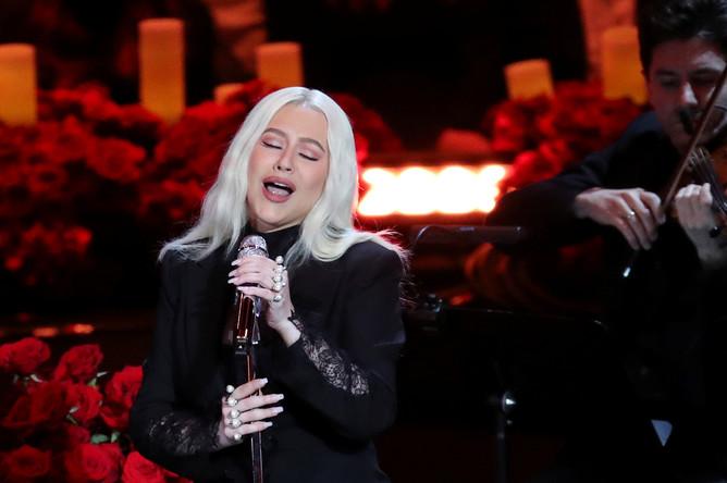Кристина Агилера выступает на церемонии прощания с Коби Брайантом в Лос-Анджелесе, 24 февраля 2020 года