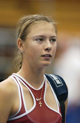 Мария Шарапова на теннисном турнире Kroger St. Jude and Cellular South Cup в Мемфисе, 2004 год