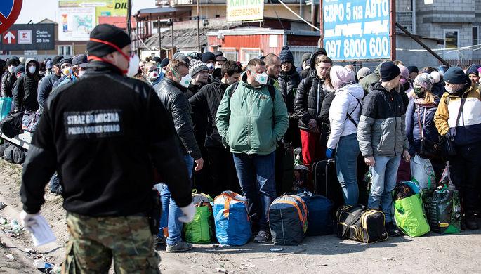«Ад и дурдом»: тысячи украинцев скопились на границе