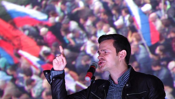 Член бюро федерального политсовета РПР-ПАРНАС Илья Яшин выступает на митинге оппозиции «За...