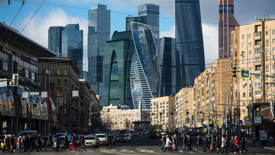Стала известна средняя зарплата москвича