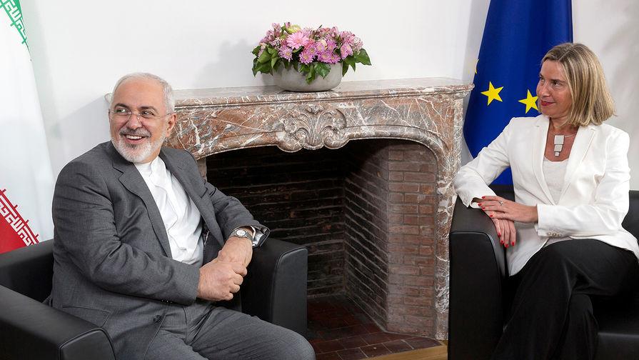 Глава МИД Ирана Мохаммад Джавад Зариф и глава европейской дипломатии Федерика Могерини во время...