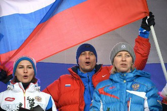 Главный тренер сборной России по легкой атлетике Юрий Борзаковский (в центре)