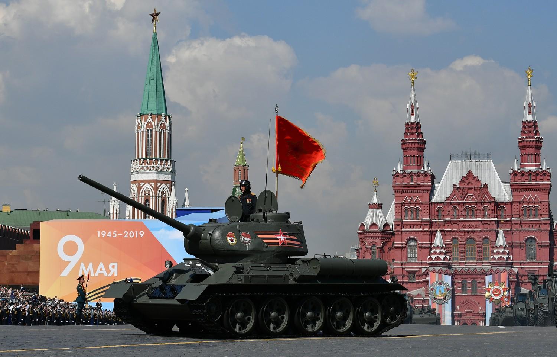 Танк Т-34-85 во время генеральной репетиции военного парада Победы, 7 мая 2019 года
