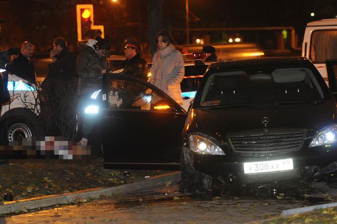 На месте убийства президента женского баскетбольного клуба «Спартак» Шабтая Калмановича в Москве, 2 ноября 2009 года